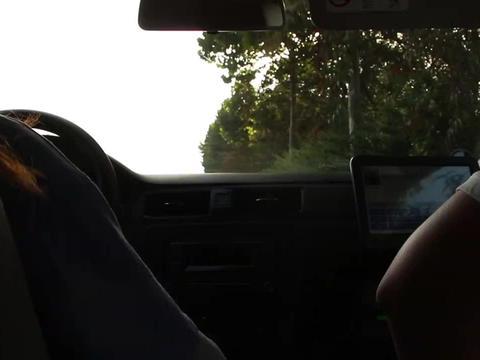 女司机科目三上路练车,教练性格挺温和,发个指令;Let`s go!