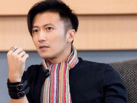40岁谢霆锋遇上21岁王俊凯,同个穿搭风格,不是年轻就能赢的