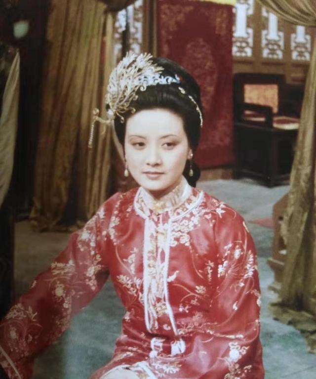 从《红楼梦》中的几处细节描写,看王熙凤的说话艺术