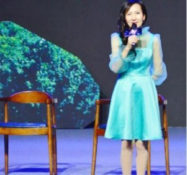 记得《新白娘子传奇》小青吗?陈美琪穿青色连衣裙