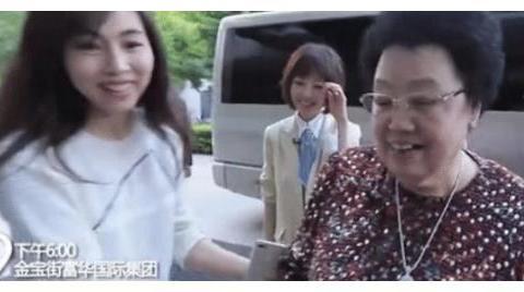 陈丽华来公司,儿媳出门搀扶,身后迟重瑞表情耐人寻味
