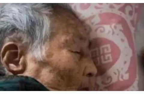 老人在去世前,为何都会说一些听不懂的胡话?这是迷信吗?