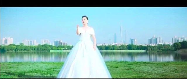 雷佳演唱,《花开新时代》推出抗疫版,唱响粤港澳大湾区