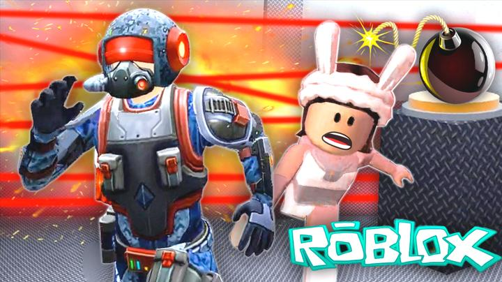 Roblox密室模拟器 我被缩小后被小熙霸一脚踩扁了 屌德斯小熙