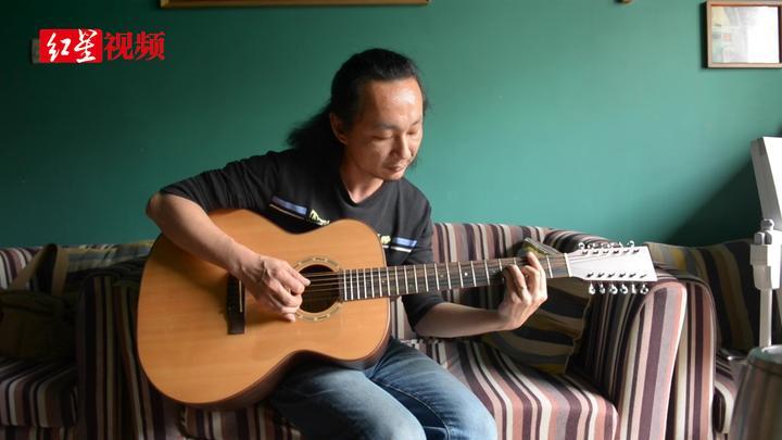 藏在民居里的手工吉他工作室:他做一把吉他要200多道工序
