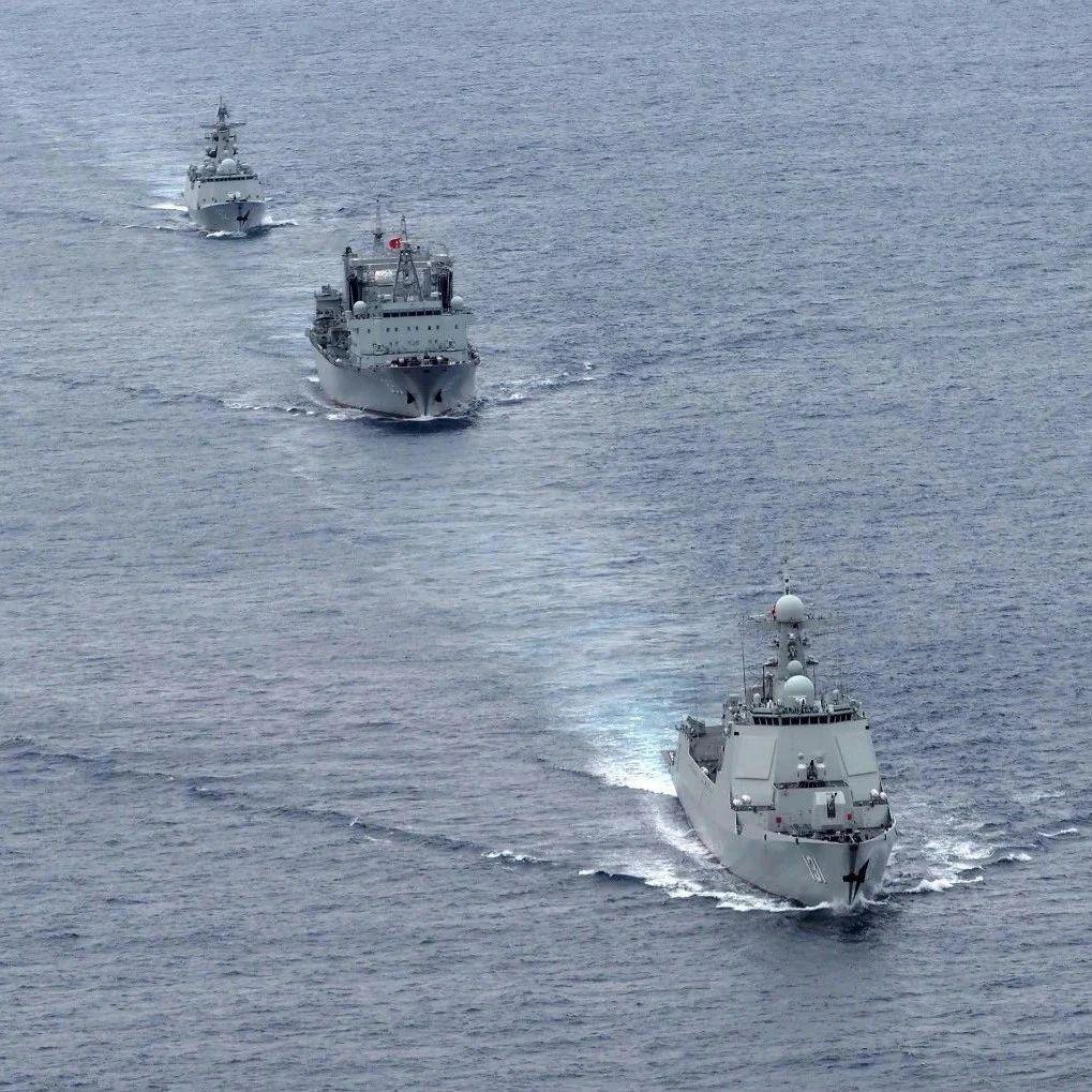 这群水兵在亚丁湾看两会!五个小时的时差,但心跳与北京同步
