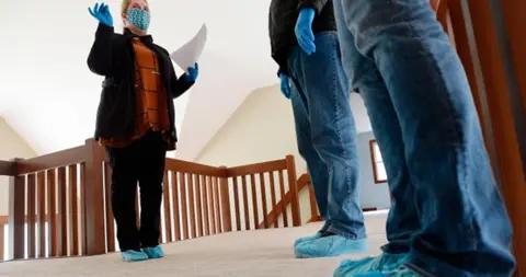 加拿大住房机构:新冠肺炎对加拿大房市的影响会持续到2022年