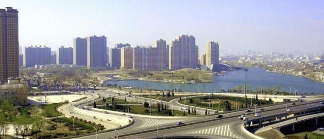 """山东""""吊车尾""""的城市,坐拥4个火车站,毗邻徐州"""