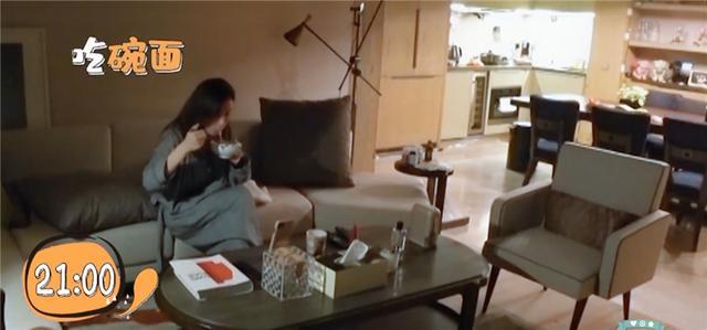 佘诗曼豪宅可俯瞰大半个香港,卫生间像酒店,不愧是学酒店管理的