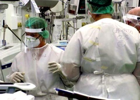 研究:癌症患者感染新冠病毒死亡风险翻倍