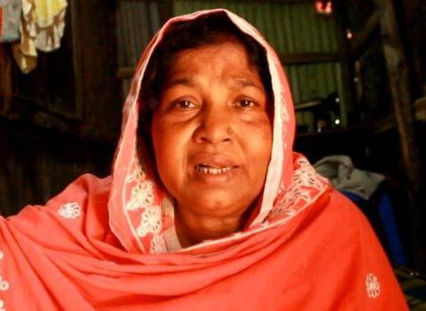 """因疫情无法靠岸,孟加拉难民船变""""地狱"""",不断有尸体被扔下船"""