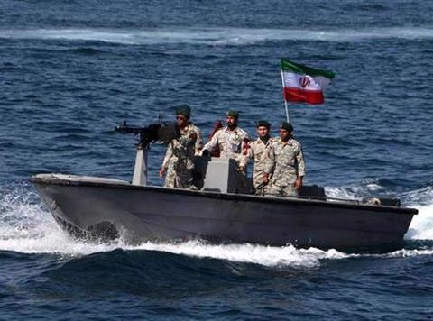 伊朗百余艘导弹快艇加入舰队,海军司令:绝不向美军低头