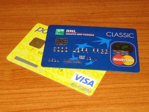 女子刷信用卡点了一杯咖啡,收到账单一看,消费了5万元