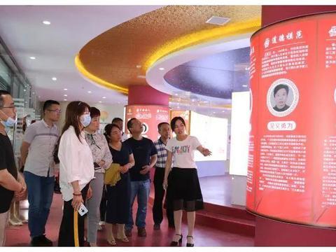 合阳县教育局组织党员干部参观合阳好人馆