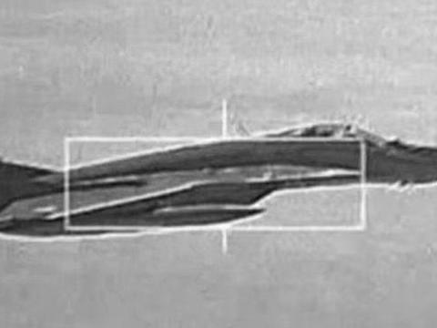 美F35火控雷达锁定苏35,拍照留念,如是战时,俄战机能生还?