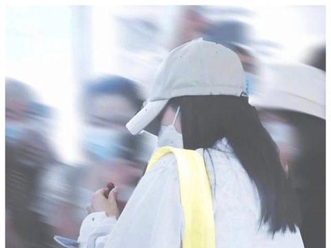 张雨绮与网红同框更显大方,免费送钻石,还用口红签名豪气十足!