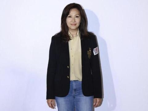 """TVB四大花旦之一""""陈慧珊""""真的老了,穿西装配牛仔裤,状态憔悴"""