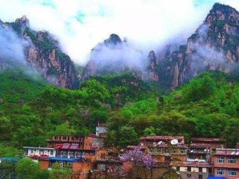 """中国最""""隐蔽""""的村庄,出门要爬2000级悬崖台阶,没有城市的压力"""