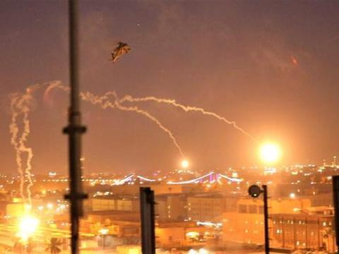 使馆凌晨传来爆炸声,火箭弹直接炸飞房顶,美军终于自食苦果