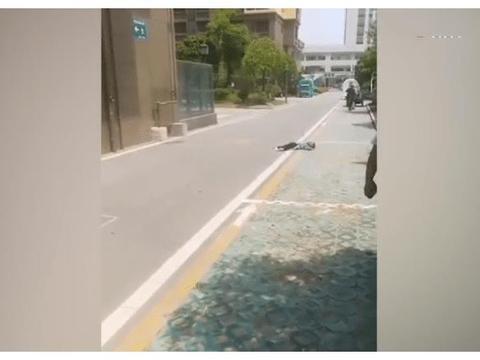 痛心!扬州4岁男童独自在家,不慎从30楼坠亡