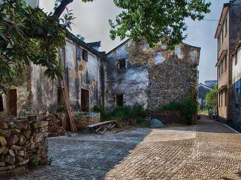 浙江桐庐县的深澳古村,来看看几百年前的房子