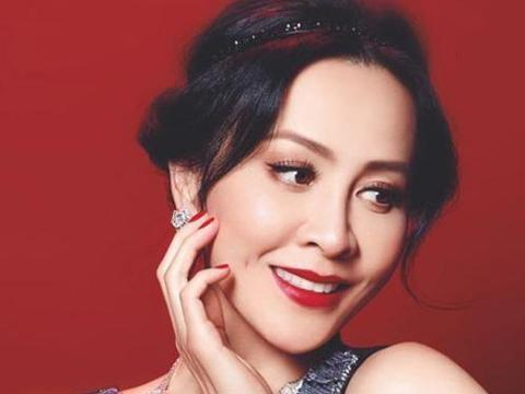 55岁刘嘉玲,性感优雅气质迷人,岁月从不败精致的女人