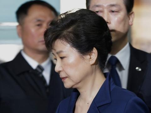 69岁的朴槿惠,可能获刑30年以上,是否会把牢底坐穿?