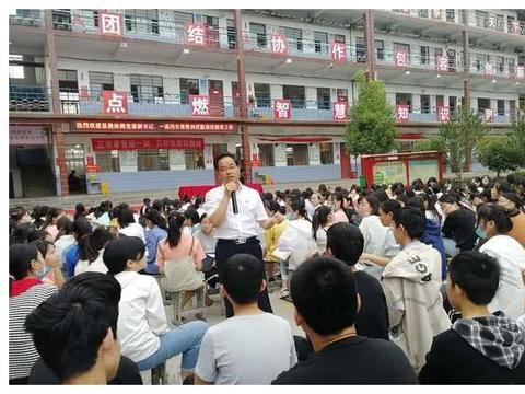 """宝丰县杨庄镇一中:举行""""点燃学习的激情""""主题励志演讲报告会"""