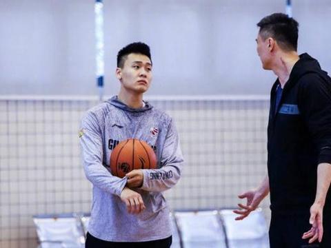 赵睿成小科比替身!广东宏远演练新战术 杜锋对他寄予厚望