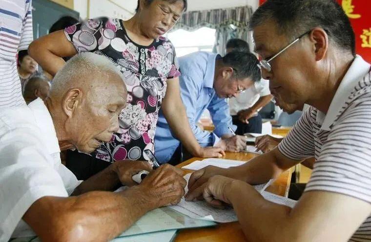 农民退休制度引发热议 政协委员杨德才:现阶段还不成熟!