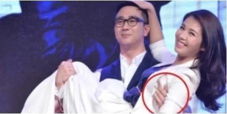 """刘涛曾当众被""""公主抱"""",看到他手部小动作了?网友:细节见人品"""