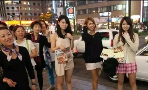 """为何日本女生走路爱""""内八字"""",难道这样走路不难受吗"""