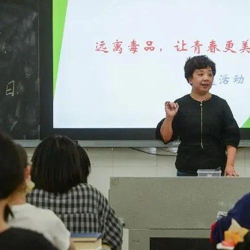 慢新闻·人物 | 园丁禁毒者 德育主任张凤:愿孩子们的心灵之花纯净绽放
