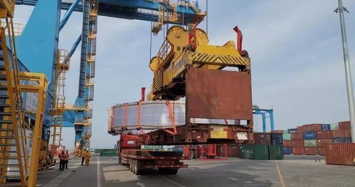 """单件重量达40吨!山东港口潍坊港""""散改集""""首次承接大件货物"""