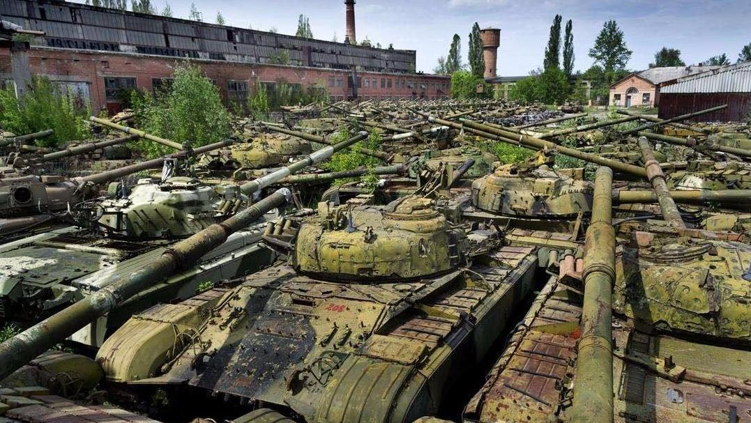 """美俄喜欢将退役坦克丢到""""坟场""""里,而中国喜欢""""变废为宝"""""""