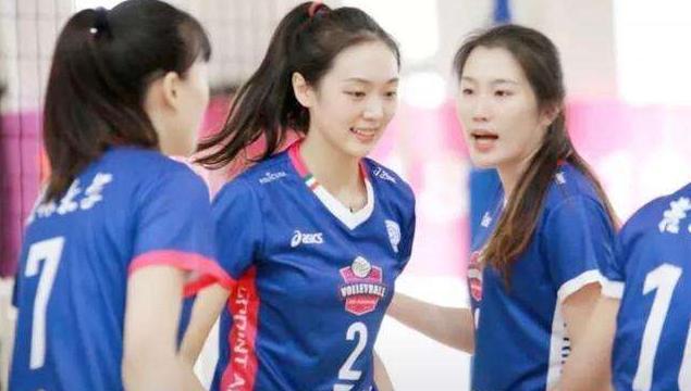 郎平钦点的排球女神,颜值胜过惠若琪,与2米男友被赞郎才女貌