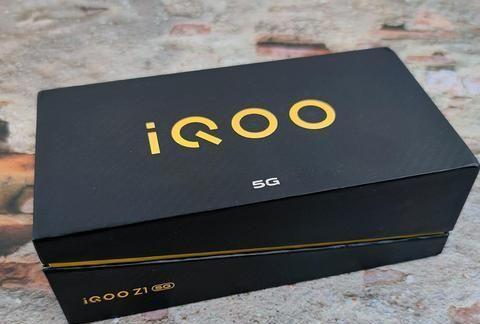 iQOO Z1开箱图赏:星河银配色!星河边际的一束银蓝光亮