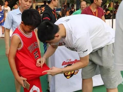 20岁的主教练!广东宏远夺冠成员转型教练,黄金年龄退役不可惜吗