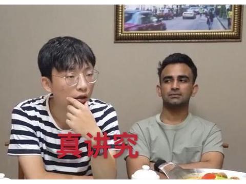 本想请迪拜朋友吃烤鱼,看到迪拜的吃法,中国小伙:有钱人真讲究