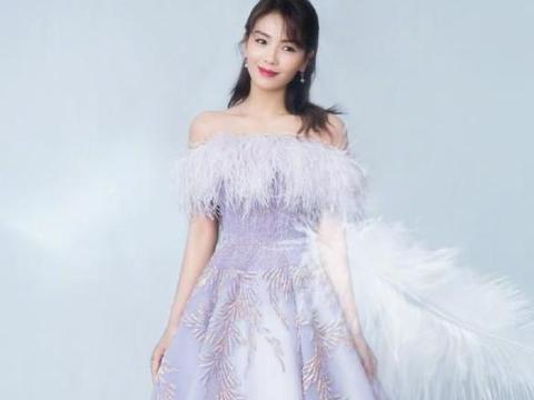 """刘涛穿搭既惊艳又""""大胆"""",一身""""羽毛""""裙,穿出甜美范儿"""