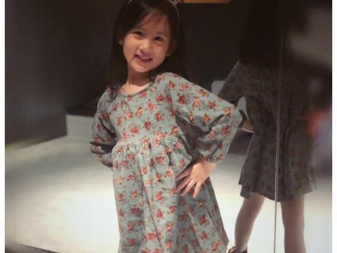 黄磊小女儿化妆不算啥,6岁就能涂指甲,这家庭教育我承认我慕了