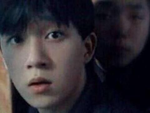 离婚8年,潘粤明强势翻红:只想让孩子知道,他是因爱而生的