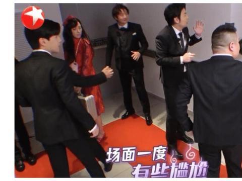 邓伦和宋小宝挤电梯,群演态度解释了《极限挑战》为什么变烂!