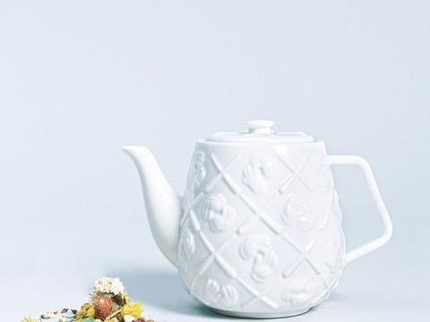 KAWS茶壶限量1000个太烧火!钓出周董 陈冠希留言 开卖时间曝光