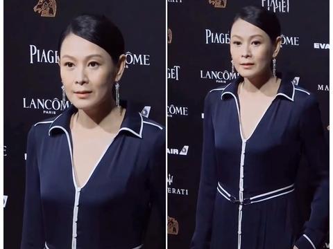 唱《后来》的刘若英51岁了 出席活动近距离被拍 眼角皱纹很明显