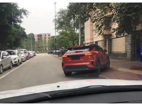 """领克新款SUV亮相街头,身材""""短粗"""",用吉利1.5T三缸机"""
