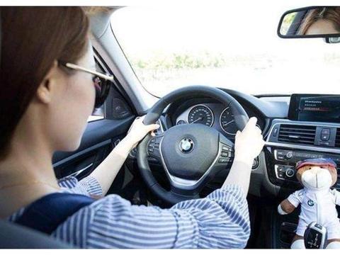 """常听老司机说""""走灰不走白,见黑停下来"""",可具体是什么意思呢?"""