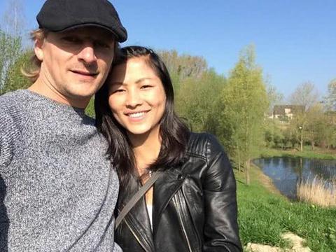 越南女孩在景区卖小商品嫁白人游客,现定居比利时生2个混血宝宝