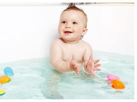 给新生儿宝宝洗澡要求多,宝妈别急,至少要注意这3点