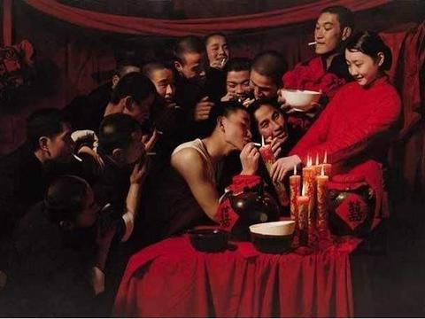 """保留""""一妻多夫""""的中国村庄,几个兄弟一个老婆,夜生活如何解决"""
